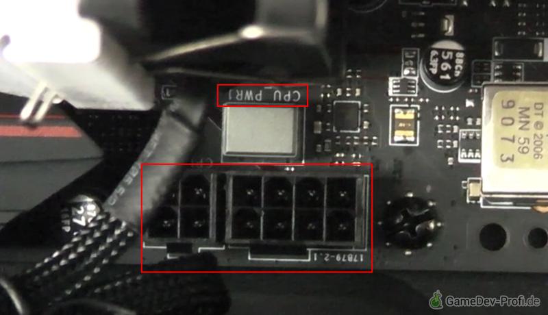 Steckplatz für die CPU-Stromversorgung auf dem Board hinter dem Prozessorlüfter.