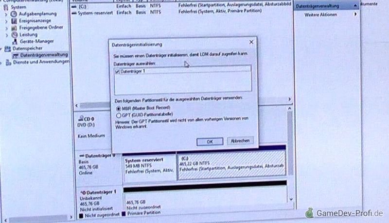 Die Datenträgerinitialisierung startet beim Öffnen der Datenträgerverwaltung. Die Datenfestplatte erscheint zudem in der Übersicht (Hauptfenster unten).